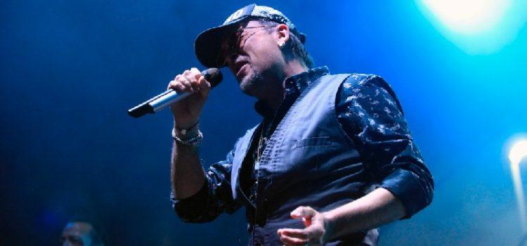 Gibonni brojnim hitovima oduševio publiku na Višnjiku