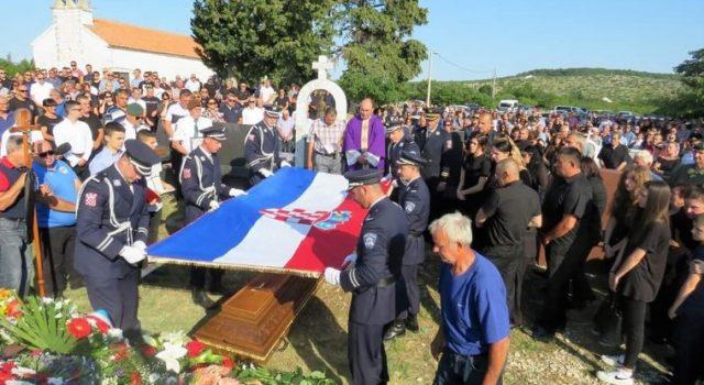 GALERIJA Tužnom povorkom ispraćen Ivica Kapetanović, pripadnik Poskoka