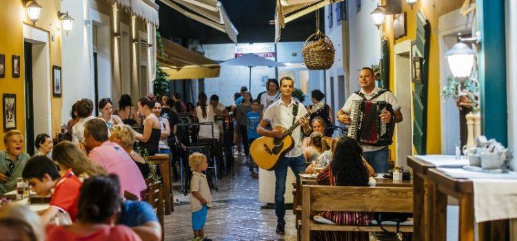 Počinju tradicionalne feštice; Večeras posjetitelje zabavlja Bepo Matešić i ekipa