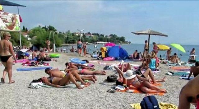 Muškarac prijavljen zbog masturbiranja pred ženama i djecom na plaži Kolovare