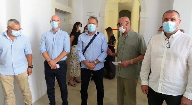 """Otvorena izložba slika Mile Nekića pod nazivom """"Žrtve totalitarnih režima"""""""
