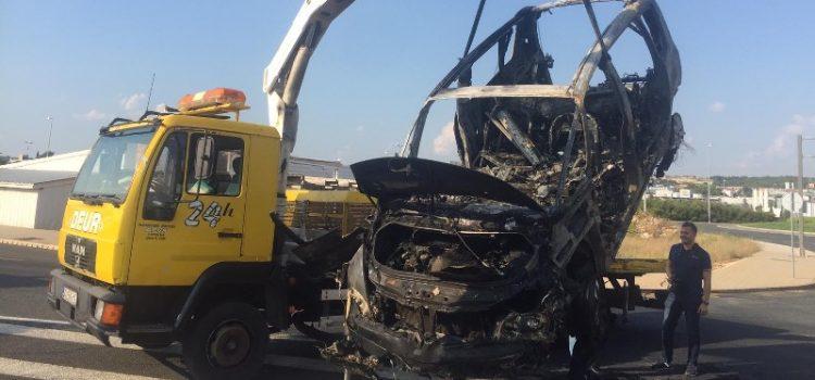 U Gaženici jutros izgorio automobil, putnici se spasili u zadnji trenutak