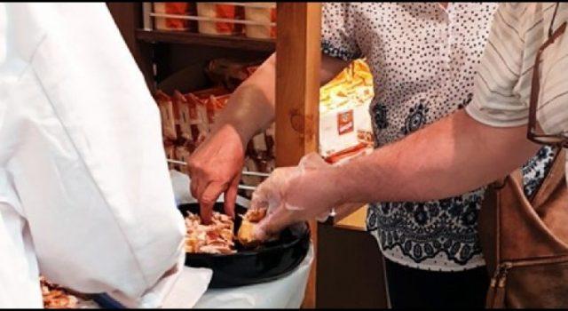 Gužva na otvorenju trgovačkog centra u Zadru, ljudi rukama grabili svinjetinu