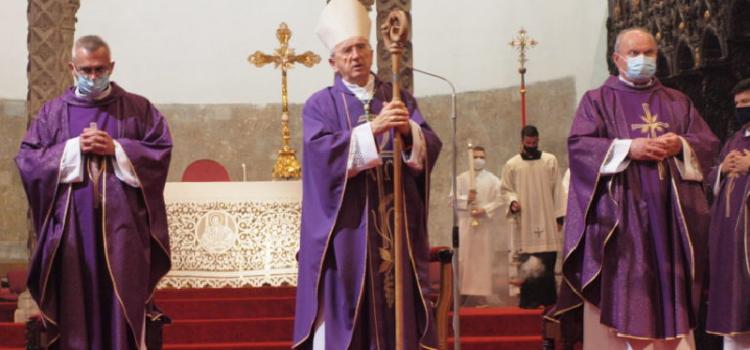Nadbiskup Puljić u katedrali Sv. Stošije predvodio misu na Dušni dan
