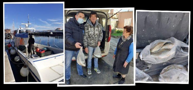 Ribar Nikola iz Privlake umirovljenicima podijelio 72 kg friške ribe – za Badnjak