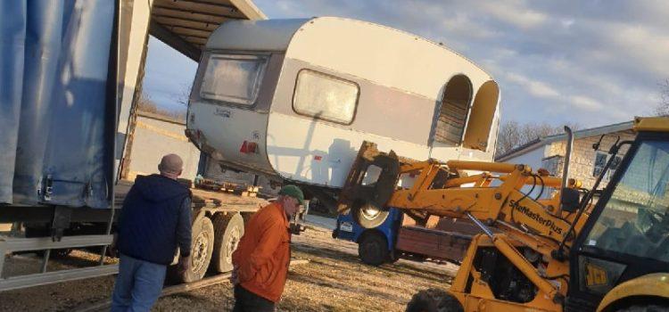 Zadrani poslali kamp kućice bakama koje ne žele ići od ruševina i svojih životinja