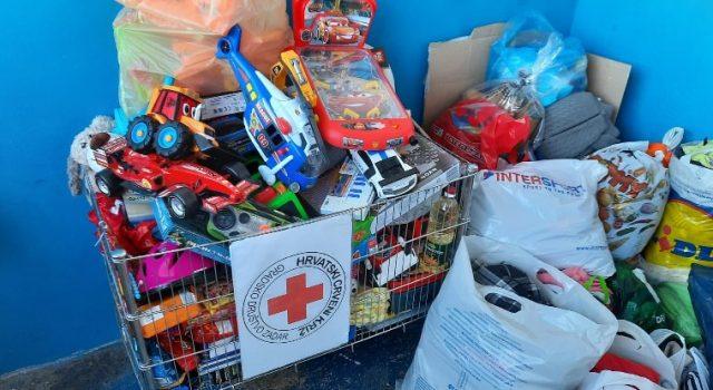 Mladi nogometaši iz Zadra kupili darove za potrebite obitelji