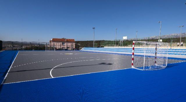 Općina Jasenice izgradila je novo školsko igralište za djecu u Maslenici