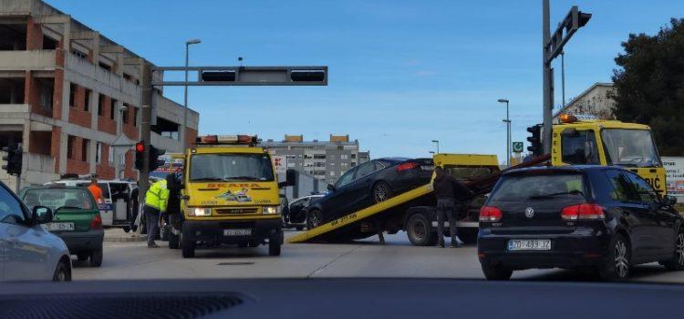 FOTO Prometna nesreća na raskrižju kod Kauflanda