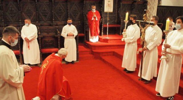 Službu Muke Gospodnje na Veliki petak predvodio je nadbiskup Puljić