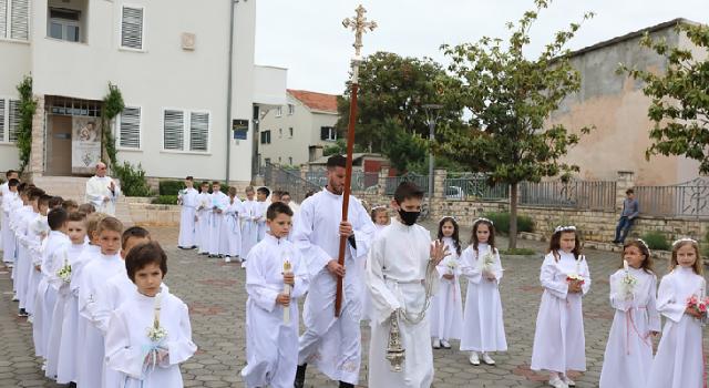 U Bibinjama sakrament svete pričesti primilo 42 djece
