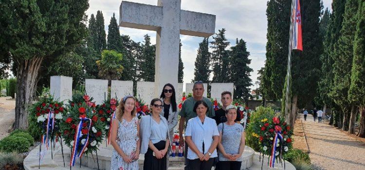 Članovi HSP AS odali počast poginulim braniteljima uoči proslave Oluje