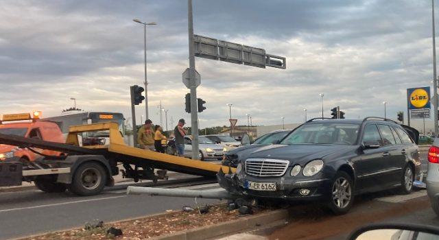 FOTO Teška prometna nesreća na raskrižju kod Intermoda