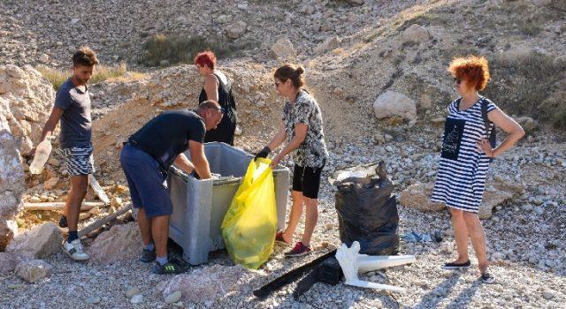 Eko akcija u Pagu – očišćena plaža Zaton