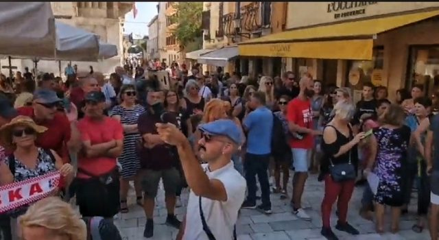 U Zadru održan prosvjed 'Krik za slobodu' protiv epidemioloških mjera